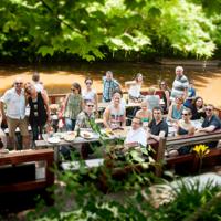 Sommerfeier 2016 in Braunschweig: Floßfahrt und Grillen bei traumhaftem Wetter.